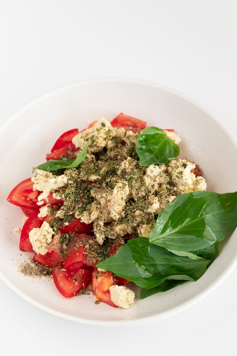 Vegan Caprese Salad. - Vegan Caprese salad, a delicious plant-based version of this popular Italian salad. It's a super simple recipe and only requires 9 ingredients. #vegan #glutenfree #simpleveganblog