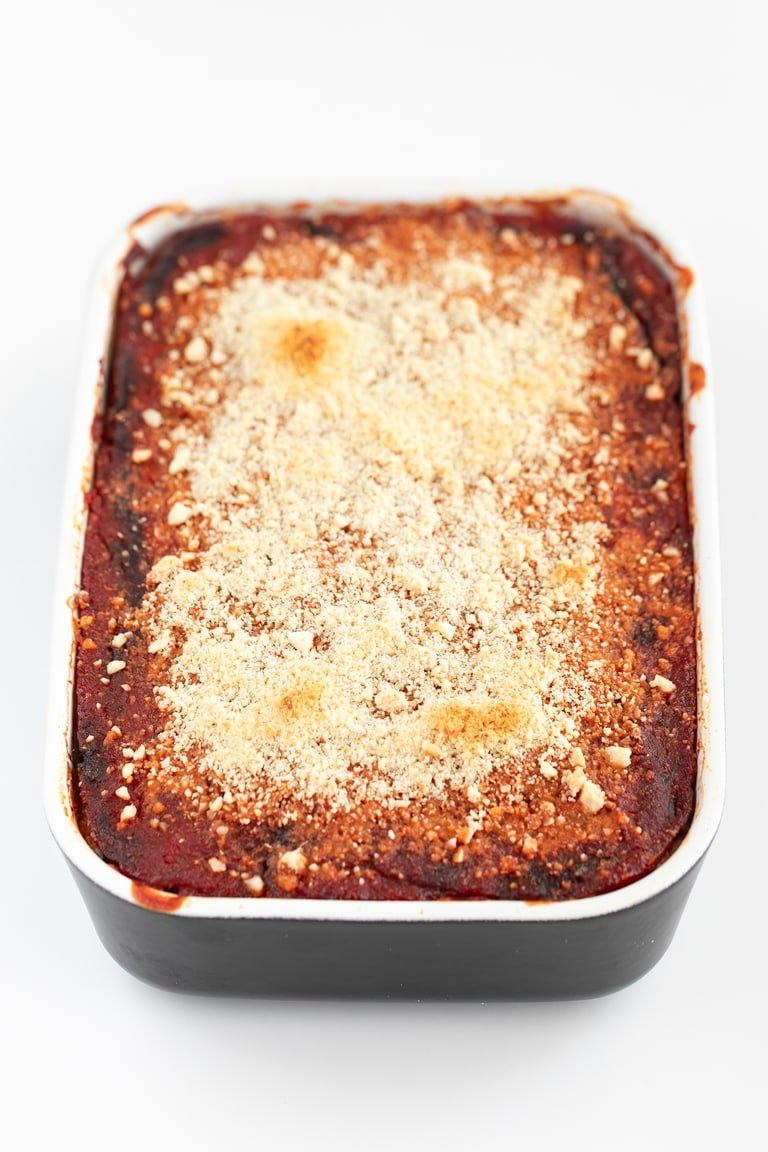 Vegan Eggplant Lasagna. - Vegan eggplant lasagna, made with eggplant slices, marinara sauce, vegan tofu ricotta and vegan parmesan cheese. It's a delicious gluten-free entrée! #vegan #glutenfree #simpleveganblog