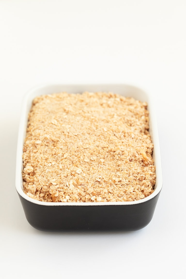 Vegan Apple Crisp (Gluten Free). - This vegan apple crisp is also gluten-free and one of my all-time favorite fall desserts. It only requires 8 ingredients and 1 bowl! #vegan #glutenfree #simpleveganblog