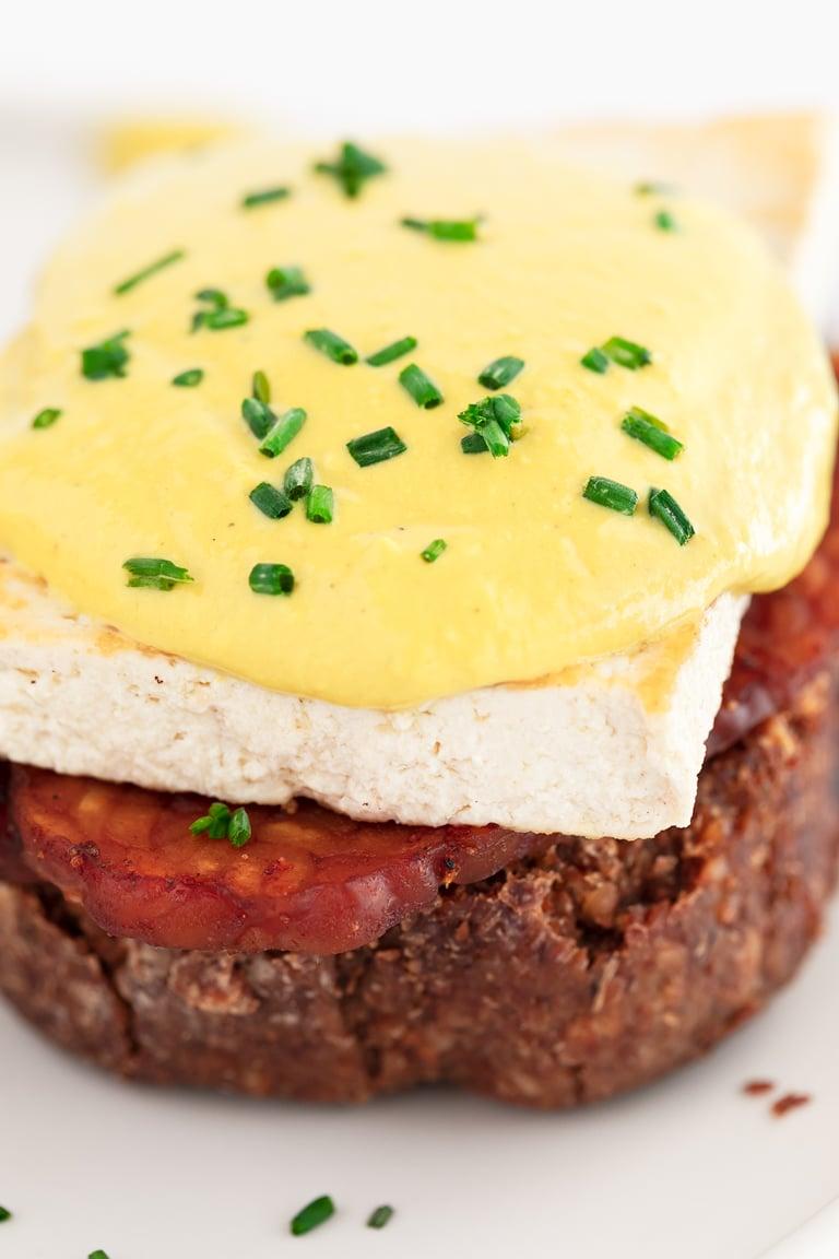 Vegan Eggs Benedict. - Vegan eggs Benedict, made with tempeh bacon, tofu and vegan hollandaise sauce. It's a delicious brunch or breakfast plant-based recipe. #vegan #simpleveganblog
