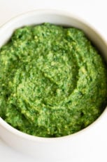 Vegan Kale Pesto. - 7-Ingredient vegan kale pesto, made with cooked kale and walnuts instead of fresh basil and pine nuts. It's ready in 15 minutes and tastes amazing. #vegan #glutenfree #simpleveganblog