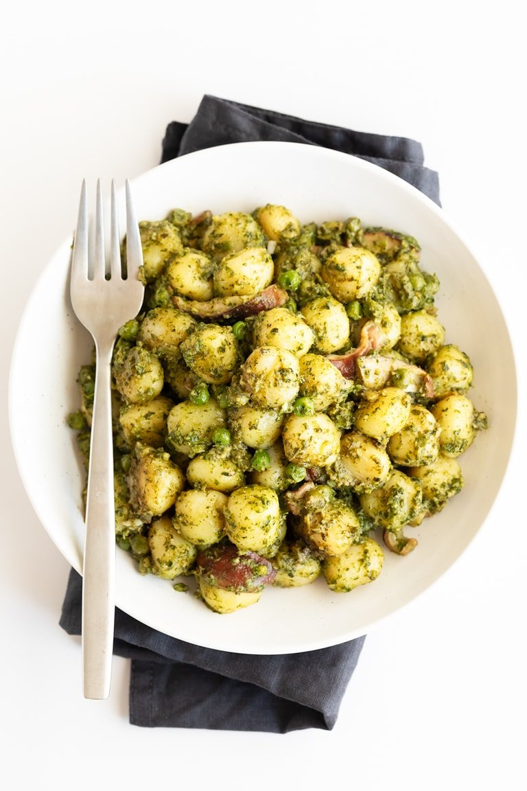 Vegan Kale Pesto Gnocchi. - Vegan kale pesto gnocchi, made in 30 minutes with just 4 ingredients and our vegan kale pesto. It's a super nutritious, easy to make, plant-based meal. #vegan #glutenfree #simpleveganblog