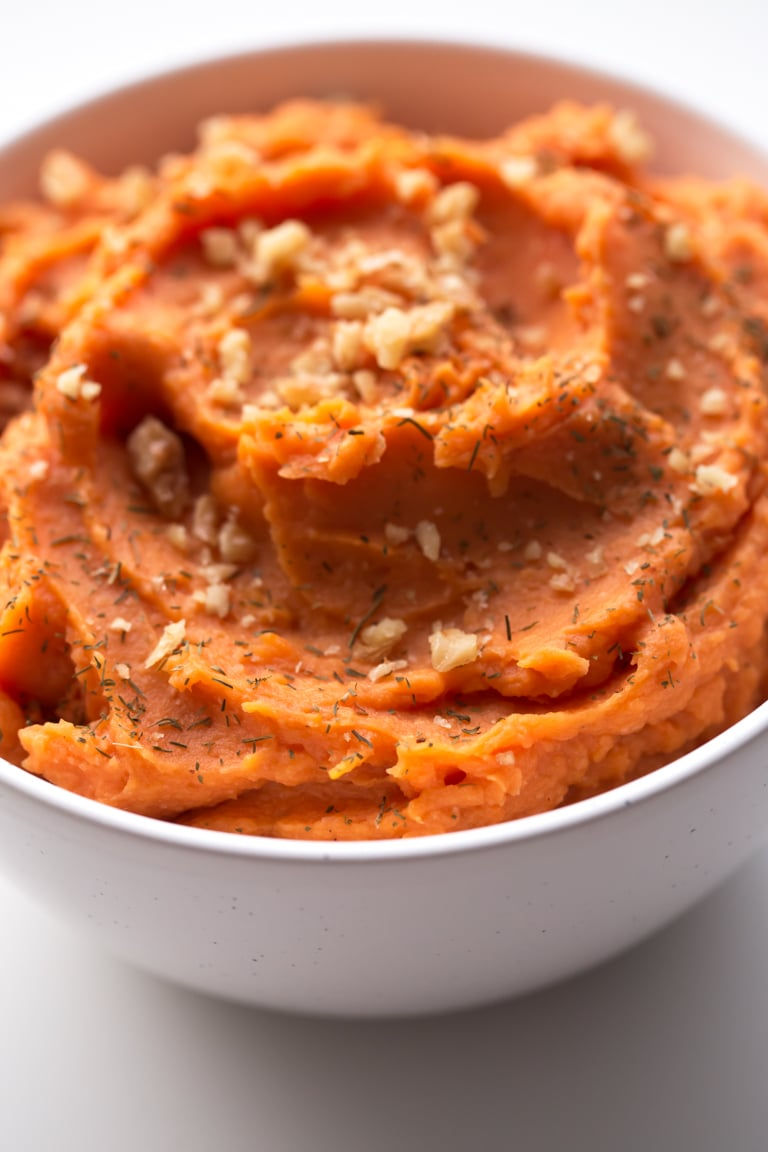 Vegan Mashed Sweet Potatoes - 7-ingredient vegan mashed sweet potatoes. They're so tasty, smooth, creamy and ready in about 30 minutes. It's the perfect side dish!