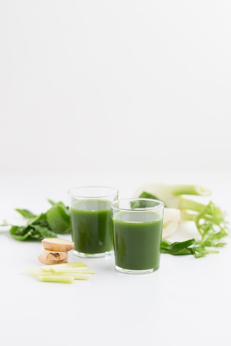 Green Juice For Beginners - This green juice is perfect for beginners because is made with simple ingredients and tastes so good. It's a super healthy and nutritious drink!
