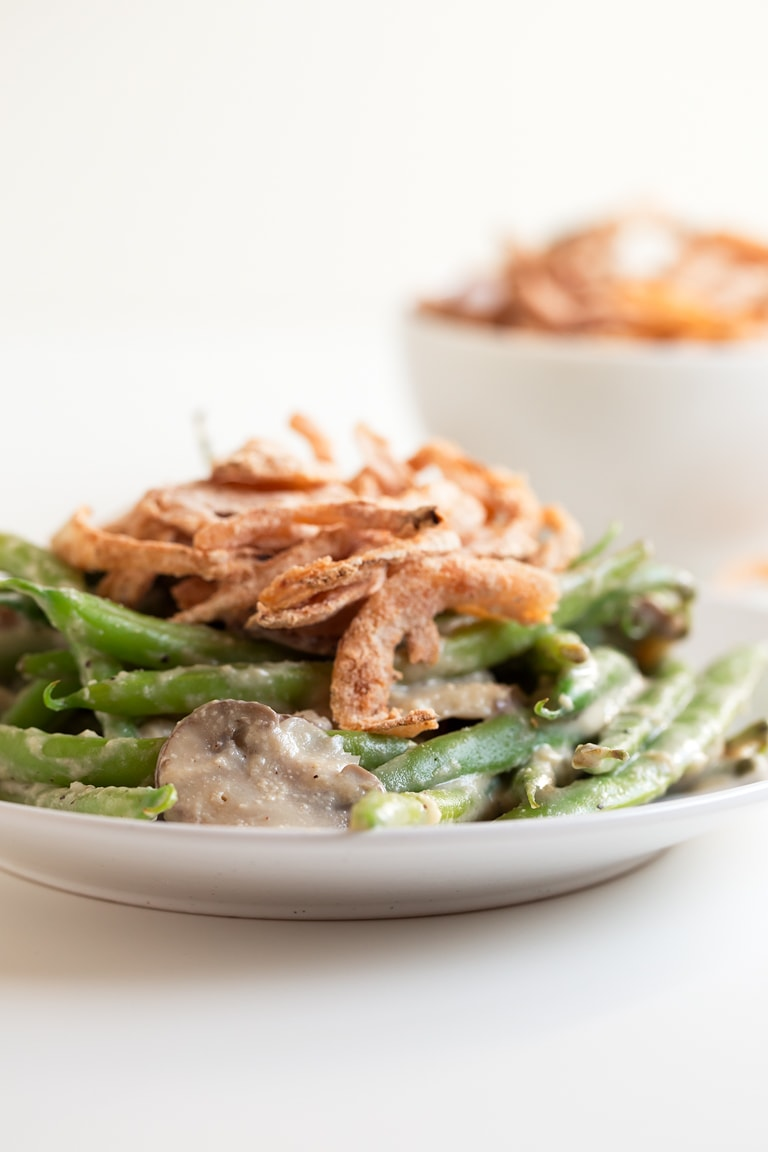 Vegan Green Bean Casserole (Gluten Free) - This 30-minute vegan green bean casserole is gluten-free and perfect for the holidays. It's so creamy, tasty and super healthy. Only 10 ingredients needed!