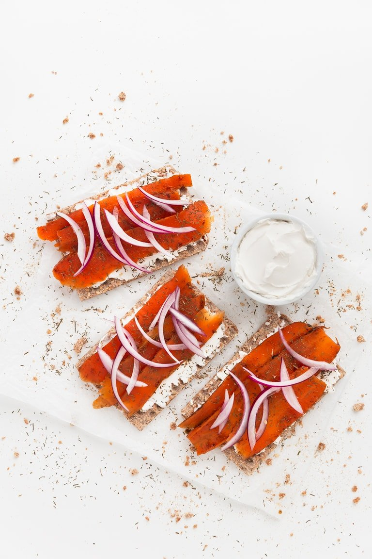 Vegan Smoked Salmon - Vegan smoked salmon, made with natural ingredients. It's low in fat and the texture is on point. We served it on crackers with vegan cream cheese. #vegan #glutenfree #simpleveganblog