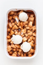 Cinnamon Baked Apples - Easy cinnamon baked apples, made with just 5 ingredients and naturally sweetened. They're low in fat, so healthy and a super delicious dessert! #vegan #glutenfree #simpleveganblog