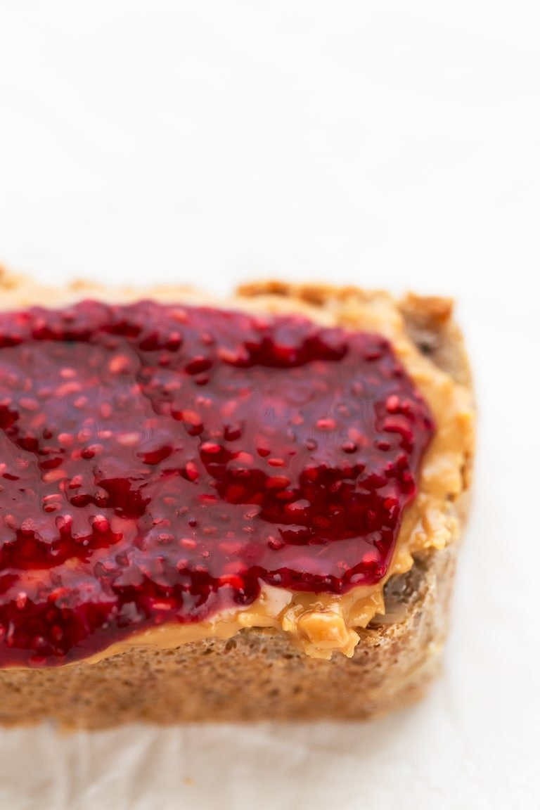 How To Make Chia Seed Jam - Our tutorial will show you how to make chia seed jam at home. It requires 10 minutes and 5 ingredients. Feel free to use any fresh or frozen fruit or any sweetener you have on hand. #vegan #glutenfree #simpleveganblog