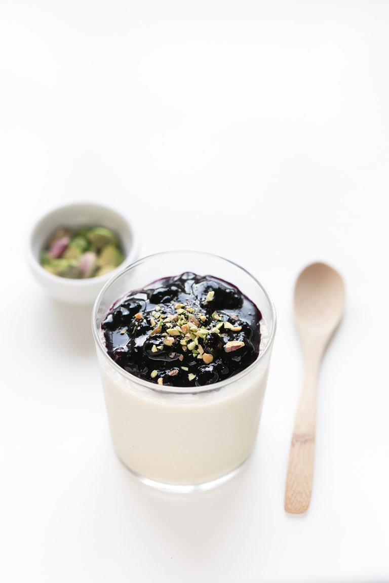 Vegan Panna Cotta - Vegan panna cotta, served with homemade blueberry compote. A delicious plant-based version of the traditional Italian dessert. #vegan #glutenfree
