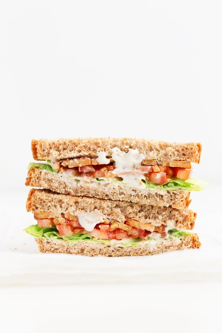 Vegan BLT Sandwich - This vegan BLT sandwich is made with 7 ingredients and ready in just 5 minutes. It's healthier, lighter and also tastes amazing. #vegan #glutenfree #simpleveganblog