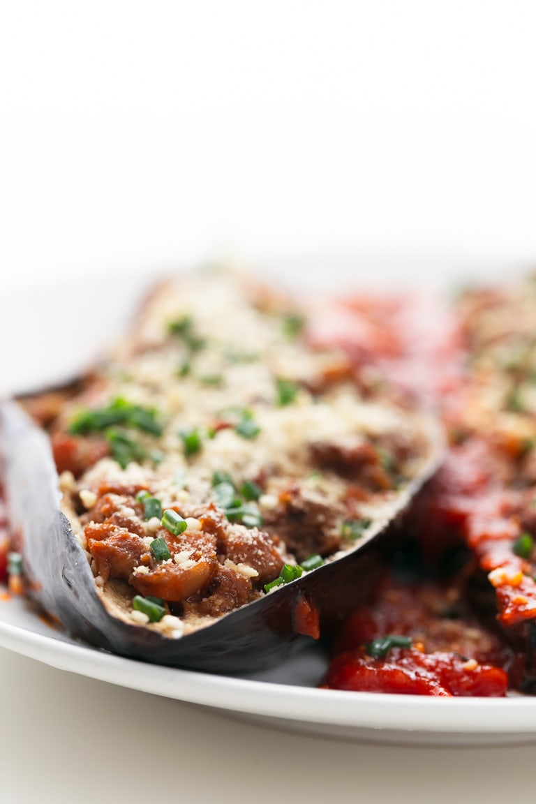Vegan Bolognese-Stuffed Eggplant - 5-ingredient vegan bolognese-stuffed eggplant, a tasty, satiating side dish or entrée. It's high in protein and fiber, but low in fat. #vegan #glutenfree #simpleveganblog