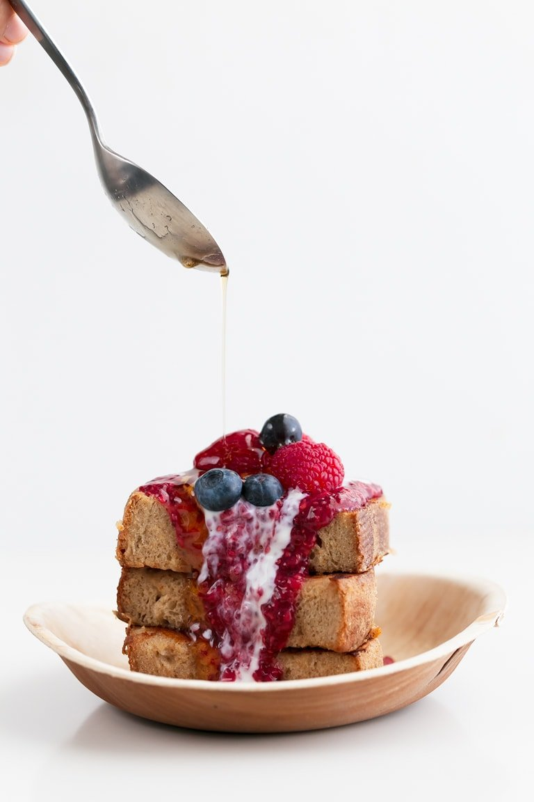 Vegan French Toast - 8-ingredient vegan French toast! This recipe makes a delicious breakfast or brunch that everyone loves in less than 30 minutes. #vegan #simpleveganblog