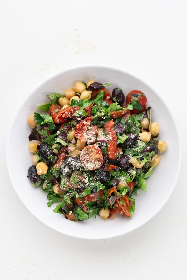 Vegan Italian Chopped Salad - This vegan Italian chopped salad is so delicious, fresh, satiating, nourishing and easy to make. It's ready in 15 minutes and a super healthy side dish. #vegan #glutenfree #simpleveganblog