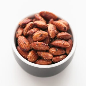 Spicy Pan-Roasted Almonds - Spicy pan-roasted almonds, made in less than 10 minutes! They're so delicious and healthy and the perfect snack to eat on the go. #vegan #glutenfree #simpleveganblog