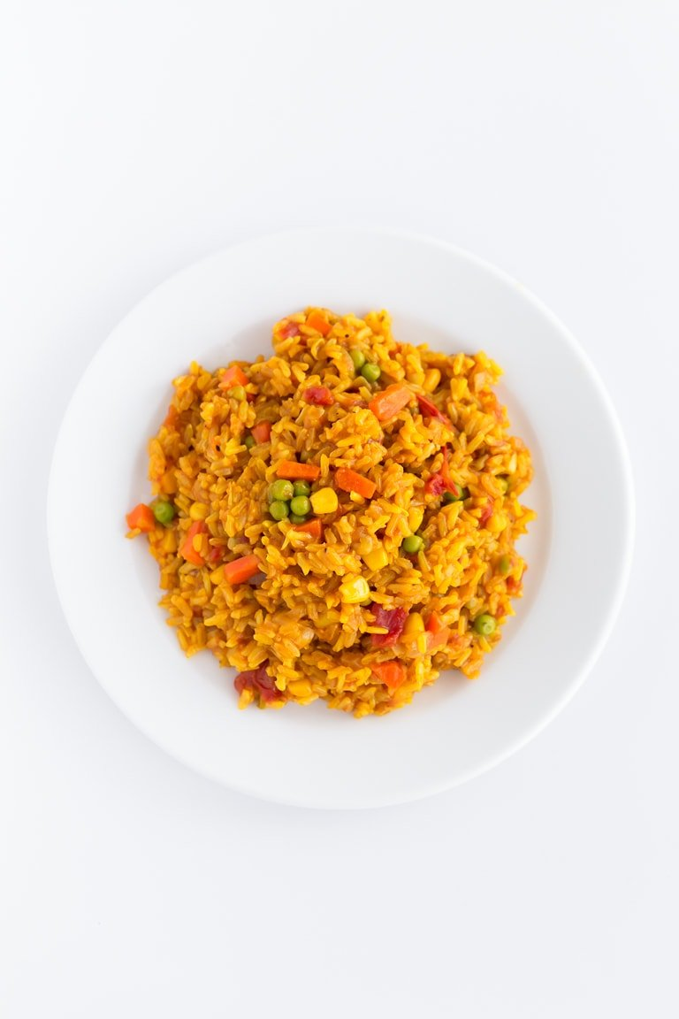 Garden Vegetable Rice. - Garden vegetable rice (or arroz a la jardinera in Spanish) is a Peruvian recipe that is made with rice and veggies. It's so flavorful, simple and inexpensive. #vegan #glutenfree #simpleveganblog