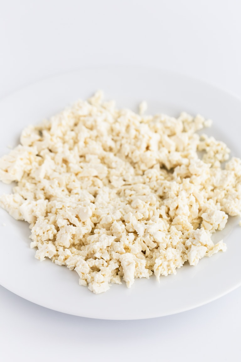 Simple Tofu Scramble - Simple tofu scramble, a vegan alternative to scrambled eggs. It's so easy to make, high in protein and only requires 4 ingredients! #vegan #glutenfree #simpleveganblog