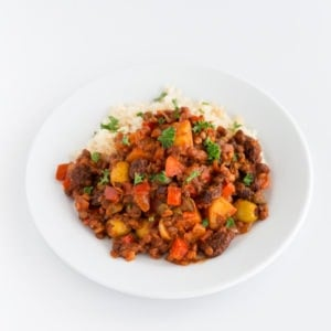 Vegan Cuban Picadillo - Vegan Cuban picadillo, a plant-based version of this traditional dish, made with lentils, potatoes, olives, capers, raisins and other delicious ingredients. #vegan #glutenfree #simpleveganblog