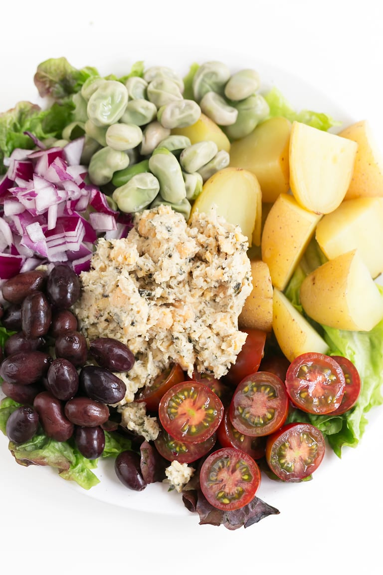 Vegan Nicoise Salad. - This is our vegan version of the traditional Nicoise or Niçoise salad. It's so tasty, satisfying and ready in just 30 minutes. #vegan #glutenfree #simpleveganblog