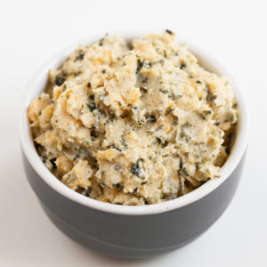 Vegan Tuna. - You only need 5 ingredients and 10 minutes to make this vegan tuna. It has a fishy flavor thanks to nori flakes, is super healthy and also low in fat. #vegan #glutenfree #simpleveganblog