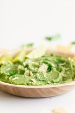 Easy Guacamole Dip. - You only need 6 ingredients to make this easy guacamole dip and is ready in 5 minutes. Enjoy it with some tortilla chips or crudites. #vegan #glutenfree #simpleveganblog
