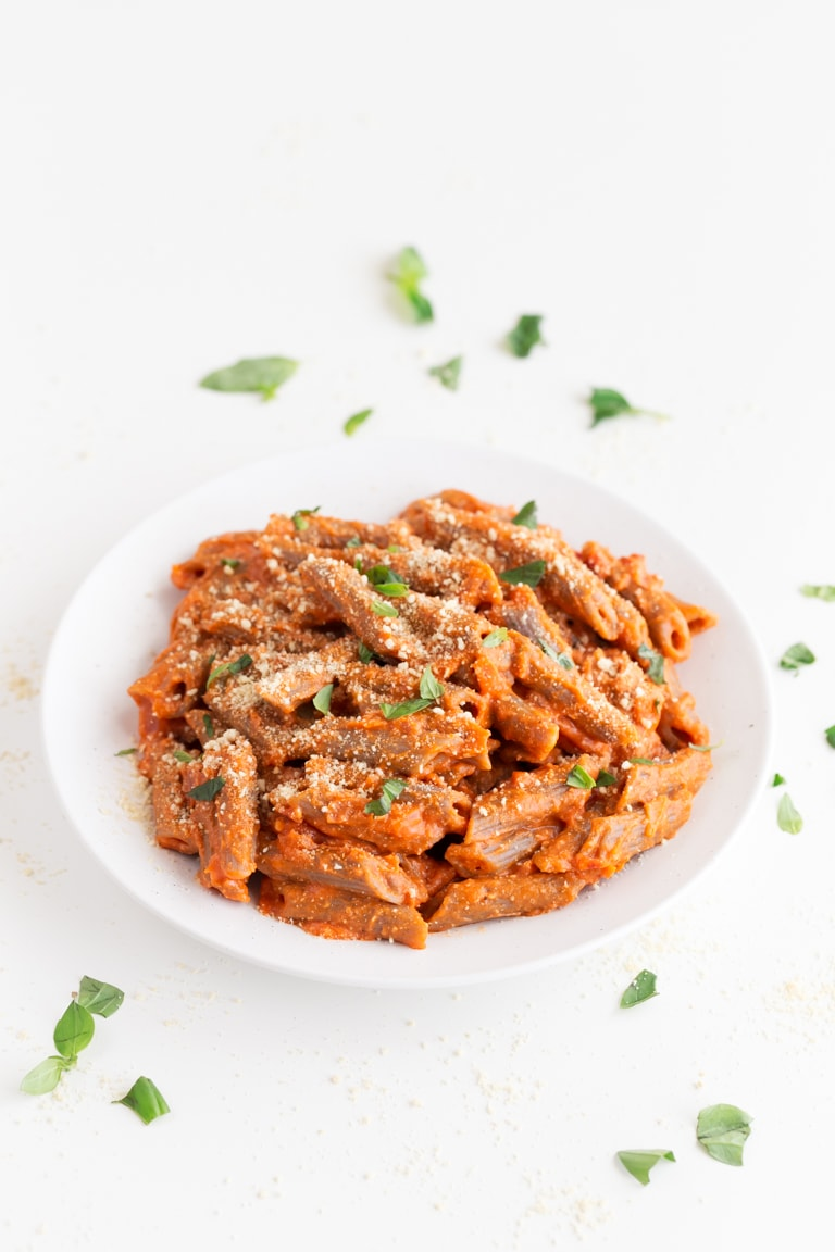 Vegan Penne alla Vodka. - Delicious and creamy, vegan penne alla vodka, a simple pasta recipe, made with 9 ingredients. Skip the restaurant and make a plant-based version at home. #vegan #glutenfree #simpleveganblog