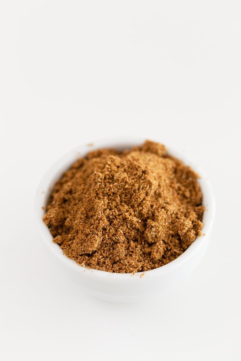 How To Make Garam Masala. - Learn how to make garam masala, a blend of ground spices common in Indian cuisine. This homemade version is so inexpensive and ready in less than 5 minutes. #vegan #glutenfree #simpleveganblog