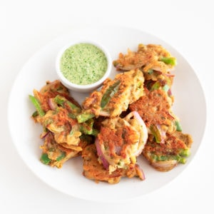 Vegetable Pakoras. - Vegetable pakoras with green chutney, a delicious Indian appetizer or side dish, made with easy to get ingredients and ready in just 30 minutes. #vegan #glutenfree #simpleveganblog