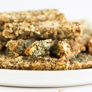 Baked Zucchini Fries (Vegan and Gluten Free). - These baked zucchini fries are a delicious appetizer, snack or side dish. They're vegan, gluten-free, super healthy and made with just 5 ingredients. #vegan #glutenfree #simpleveganblog