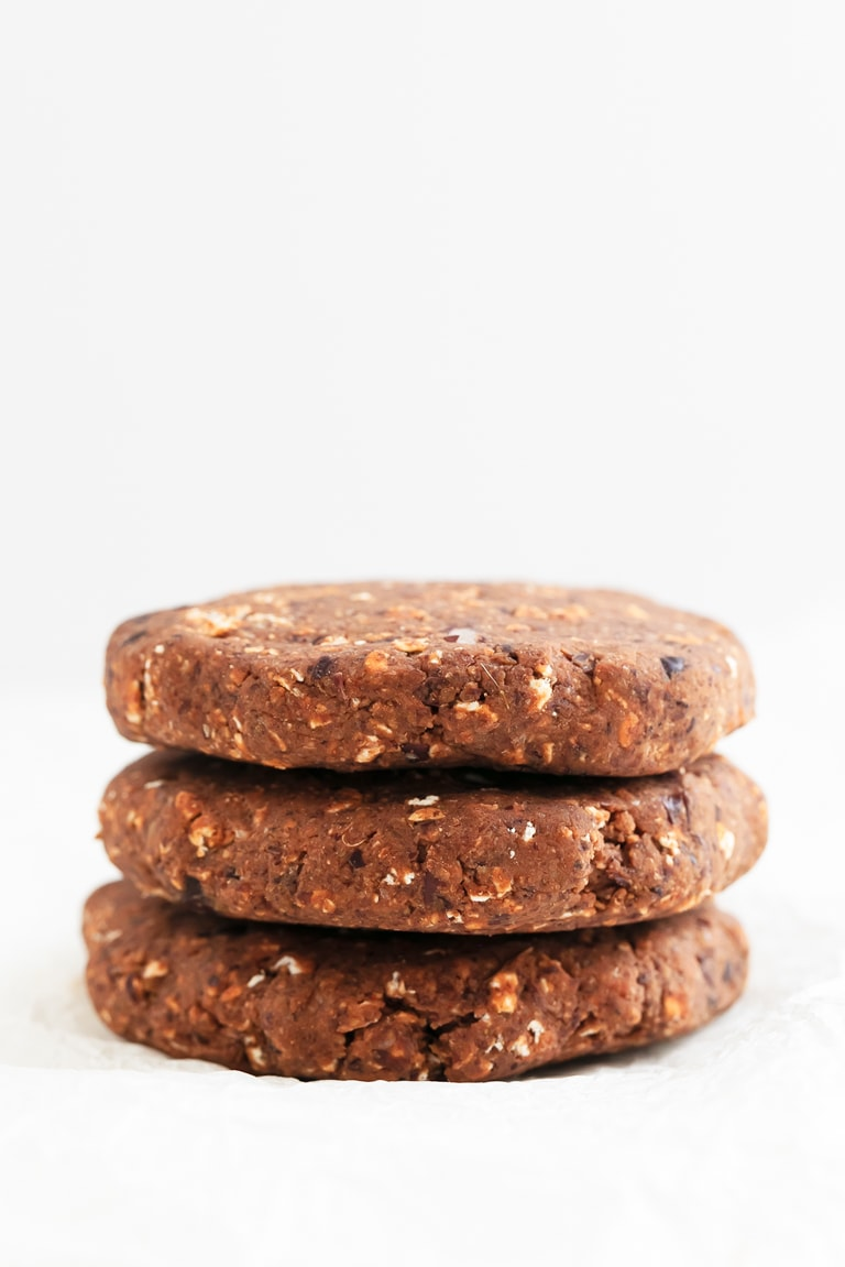 Black Bean Burgers. - 30-minute black bean burgers, made with 9 ingredients. They're so flavorful, oil and gluten-free, low in fat, but high in fiber and protein. #vegan #glutenfree #simpleveganblog