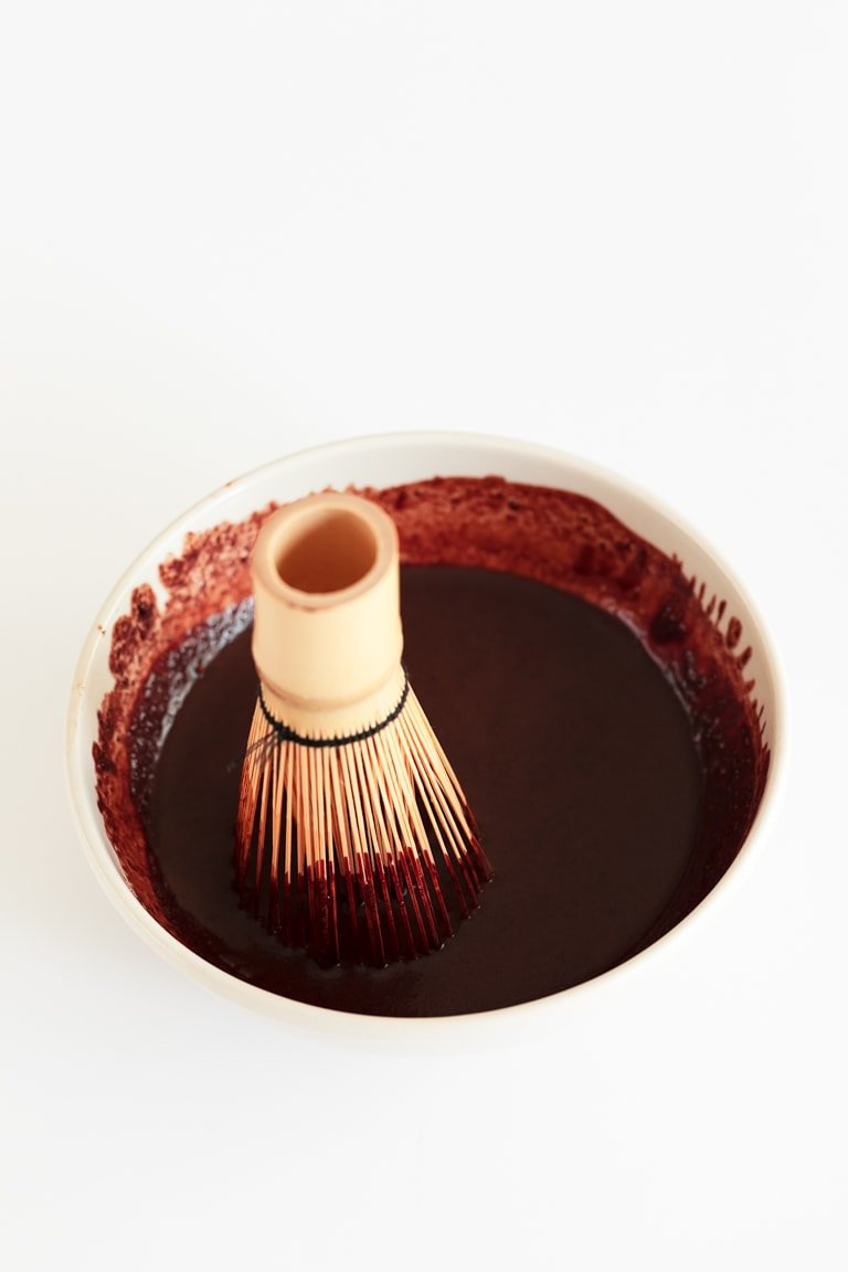 Homemade Chocolate Syrup (2 Ingredients). - Learn how to make homemade chocolate syrup in 2 minutes, using just 2 ingredients. It's a healthy alternative to store-bought syrups. #vegan #glutenfree #simpleveganblog
