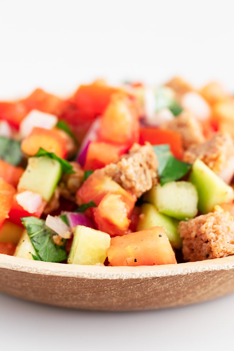 Panzanella Salad. - Panzanella is an Italian tomato and bread salad, popular in Tuscany and other parts of central Italy. It only requires 9 ingredients and 15 minutes. #vegan #simpleveganblog