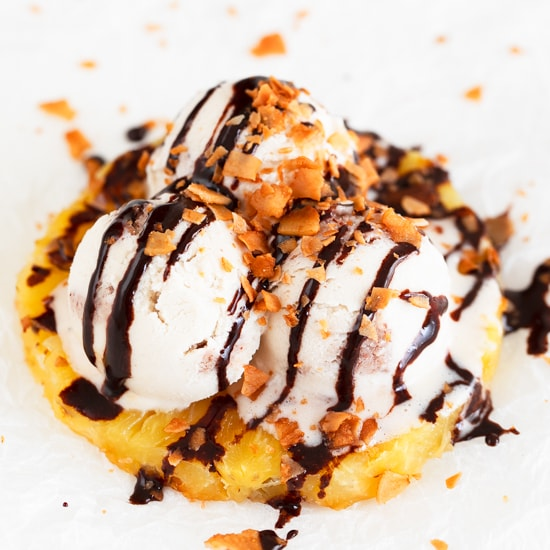 Vegan Grilled Pineapple Sundaes. - If you're looking for a delicious and easy to make dessert, these vegan grilled pineapple sundaes are for you. Only 4 ingredients required! #vegan #glutenfree #simpleveganblog