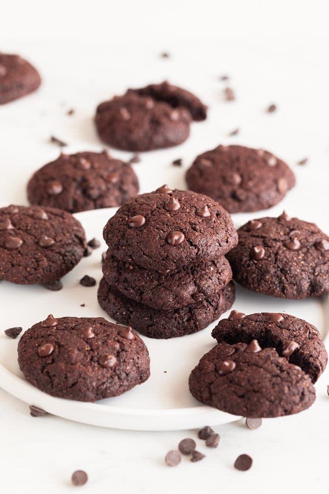 Photo of some vegan chocolate cookies