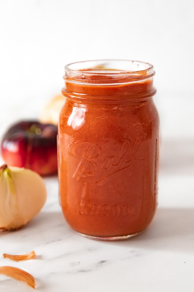 Side shot of a glass jar of pizza sauce