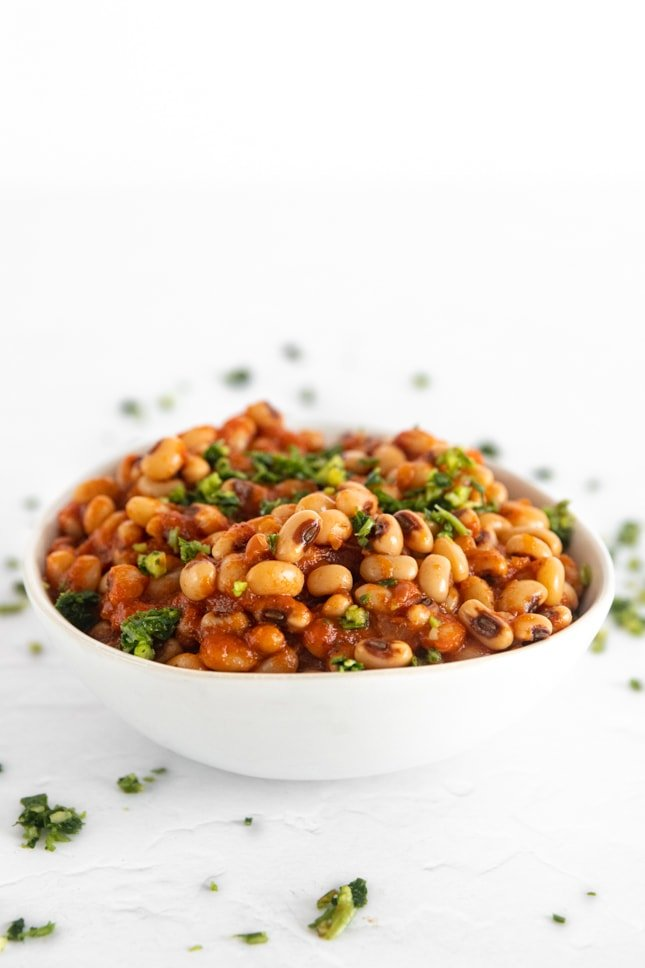 Side photo of a bowl of black eyed peas recipe