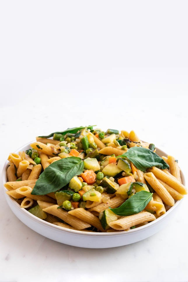 Picture of a plate full of pasta primavera
