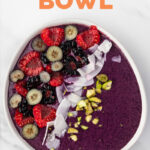 Photo of a smoothie bowl with the words smoothie bowl